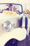 Bride and groom in a vintage car Royalty Free Stock Images