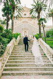 Bride and groom walking Royalty Free Stock Photos