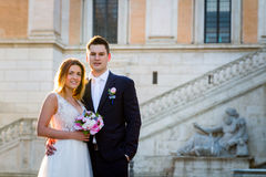 Bride and groom wedding poses in front of Capitol Hill & x28;Campidog royalty free stock photos