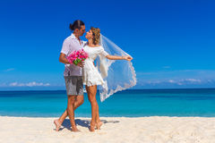 Bride and groom, young loving couple, on their wedding day, outd Royalty Free Stock Images