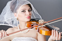 Bride playing violin Royalty Free Stock Images