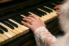 Bride plays the piano closeup Royalty Free Stock Photos
