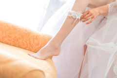 Bride putting on the garter Royalty Free Stock Images