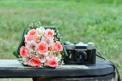 bride& x27; s花束t照相机 免版税库存照片