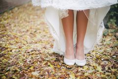 Bride's feet in white wedding shoes close up Royalty Free Stock Photography