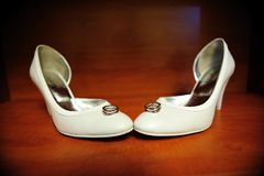 Bride shoes and wedding rings Stock Photos