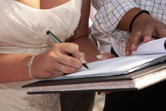 Bride signing register Royalty Free Stock Photos