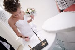 Bride is singing a document Royalty Free Stock Photos
