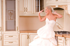 Bride stands in the kitchen and laughs Royalty Free Stock Photos