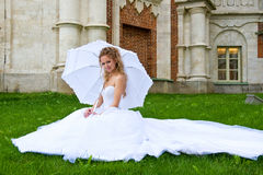 Bride with  umbrella_2 Royalty Free Stock Photos