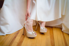 Bride wearing shoes Royalty Free Stock Photography
