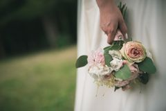 Bride in white dress holding bouquet Royalty Free Stock Photography