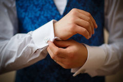 Bridegroom preparing for the wedding Royalty Free Stock Photography