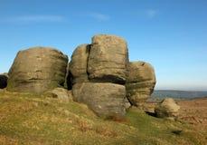 Bridestones che un grande gruppo di formazioni rocciose di gritstone nel paesaggio di West Yorkshire vicino todmorden immagini stock