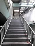 Bridg de acero para el paseo ascendente del paseo abajo del camino para la seguridad Imagen de archivo