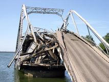 Bridge-2 destruído Foto de Stock