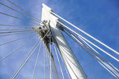 bridge bliven kabel Understödjande metallstruktur Royaltyfri Bild