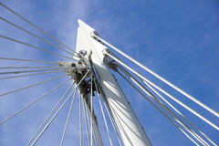 bridge bliven kabel Understödjande metallstruktur Royaltyfri Foto