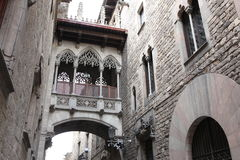 Bridge at Carrer del Bisbe in Barri Gotic, Barcelona Stock Photo
