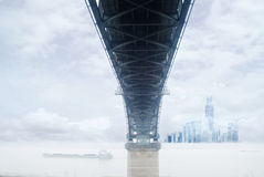 Bridge and city skyline Royalty Free Stock Photos