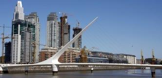 bridge de la mujer puente s妇女 库存照片