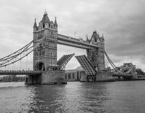 bridge det london tornet Arkivbilder