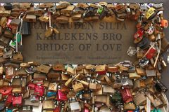 Bridge of love paddlock Royalty Free Stock Photos