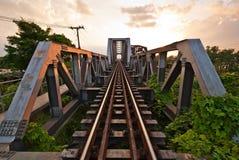 bridge nakornchaisrien över den järnväg floden arkivfoton