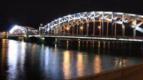 bridge natten Arkivfoto