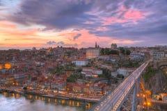 Bridge Ponte dom Luis ovanför Porto, Portugal Arkivfoton