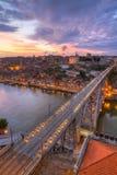 Bridge Ponte dom Luis ovanför Porto, Portugal Royaltyfri Foto