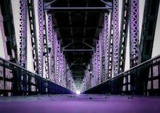 bridge purplen Arkivfoton