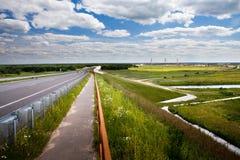 bridge road to Royaltyfri Bild
