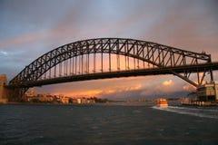 bridge soluppgången sydney Arkivfoto