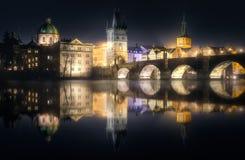 查尔斯bridgeat夜,布拉格,捷克 图库摄影