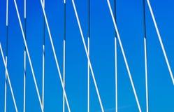 Bridgedetail ενάντια στη βιομηχανία δύναμης μπλε ουρανού Στοκ φωτογραφία με δικαίωμα ελεύθερης χρήσης