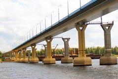 Bridgeover famoso di dancing il fiume Volga a Volgograd. Fotografie Stock