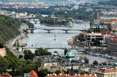 bridges den prague floden Arkivfoto