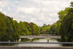 bridges isar över floden Royaltyfri Bild