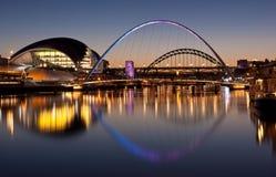 bridges sundownen tyne Royaltyfri Foto