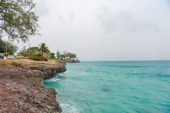 BRIDGETOWN, BARBADOS - 16 DE MARZO DE 2014: Paisaje de las rocas de Miami Beach en Barbados Imagen de archivo libre de regalías