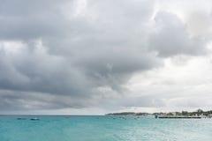 BRIDGETOWN, BARBADOS - 16 DE MARZO DE 2014: Paisaje de Miami Beach en Barbados con los barcos Imagen de archivo