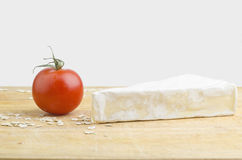 Brie Cheese And Fresh Tomato Fotografía de archivo libre de regalías