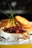 Brie cuit au four avec l'écrimage de canneberge Photos libres de droits
