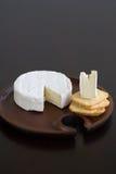 Brie e biscoitos Fotografia de Stock
