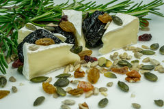 Brie ser z dokrętkami Obrazy Stock