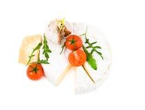 Brie y parmesano del queso con los tomates Fotografía de archivo libre de regalías