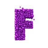 Brief F van plastic parels, purpere die 3d bellen wordt de, op wit worden geïsoleerd gemaakt die, geeft terug Stock Foto