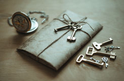 Brief, klok en sleutels Royalty-vrije Stock Foto's