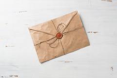 Brief met verbinding op lijst Stock Fotografie